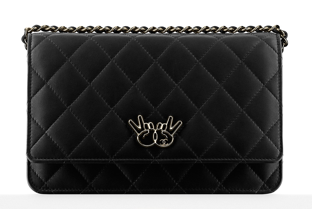 chanel-wallet-on-chain-peace-sign-black-2100