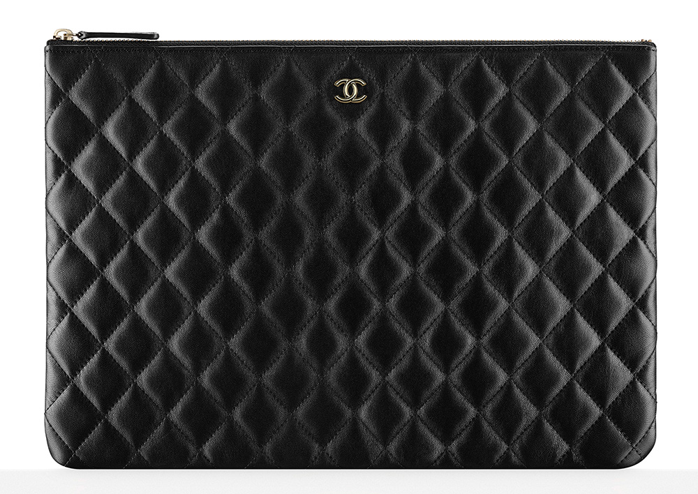 chanel-zipped-pouch-black-1100