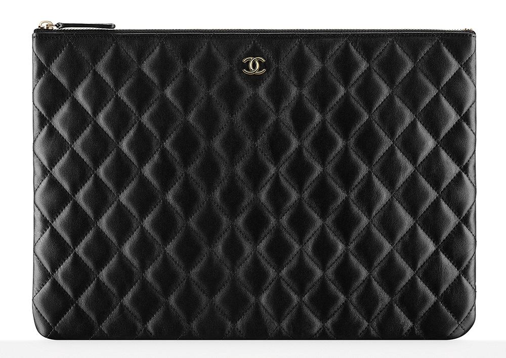 chanel-zipped-pouch-black-1100