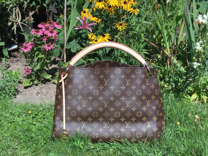 tPF Member: Firebird! Bag: Louis Vuitton Monogram Artsy MM Bag Shop: $1,960 via Louis Vuitton