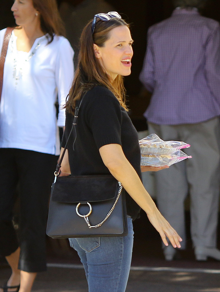 jennifer-garner-chloe-faye-bag