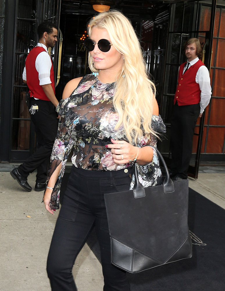 jessica-simpson-givenchy-easy-tote