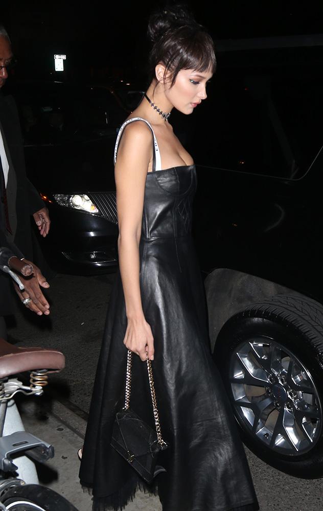 bella-hadid-dior-diorama-bag-black