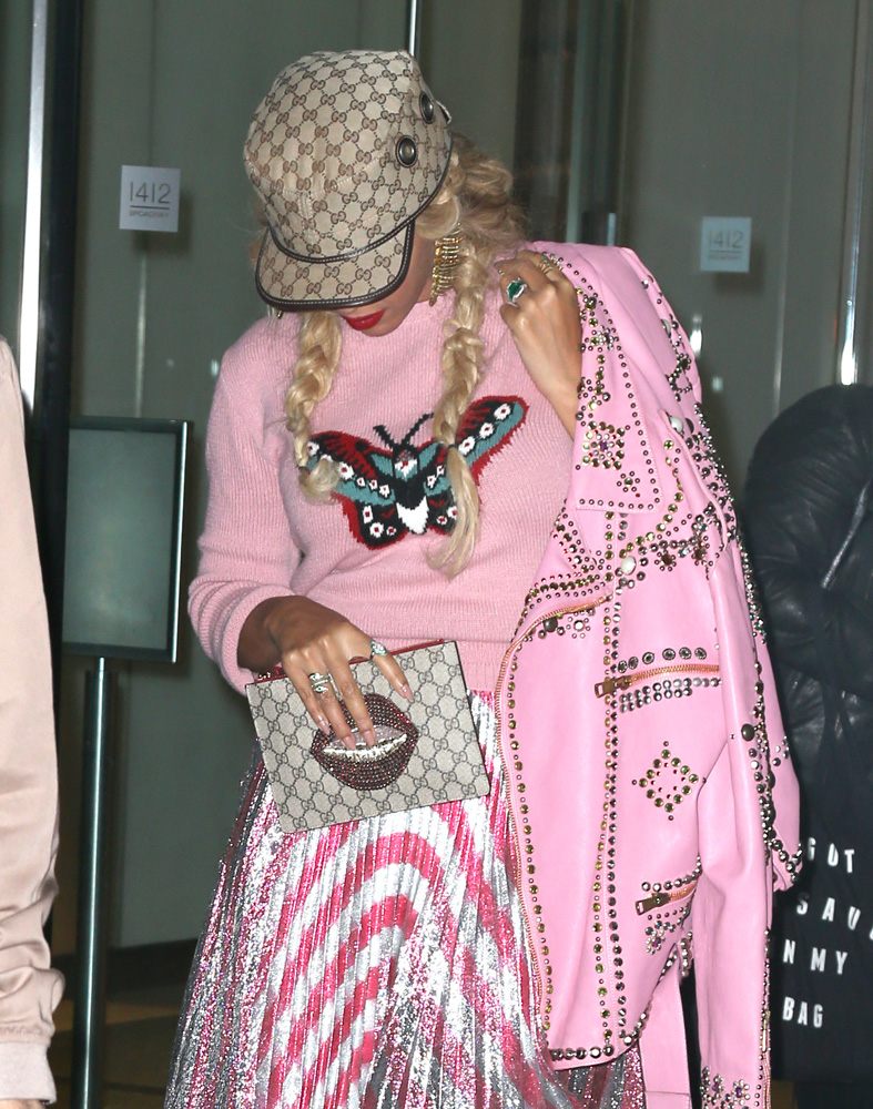 beyonce-gucci-embroidered-gg-supreme-small-pouch