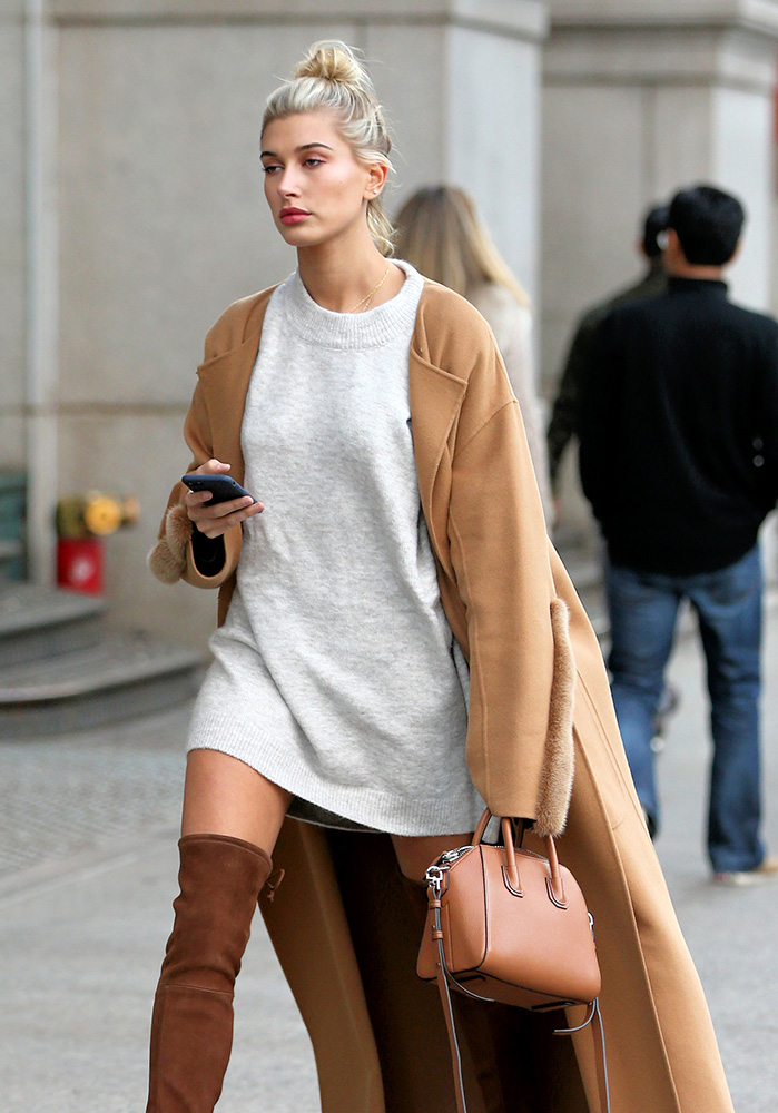 hailey-baldwin-givenchy-antigona-bag