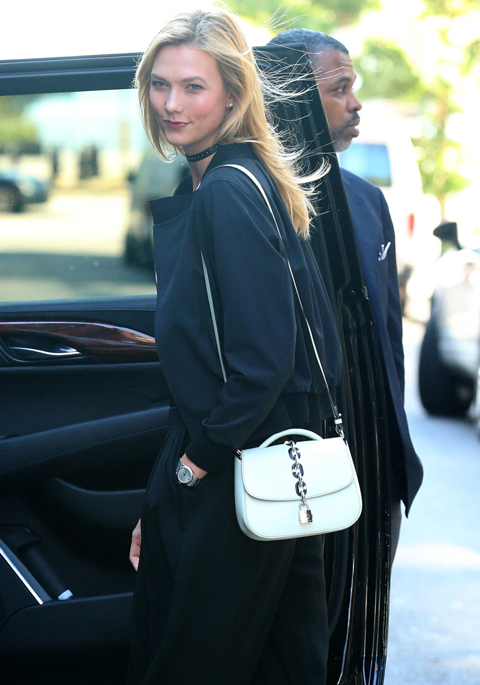 karlie-kloss-new-louis-vuitton-top-handle-bag-4