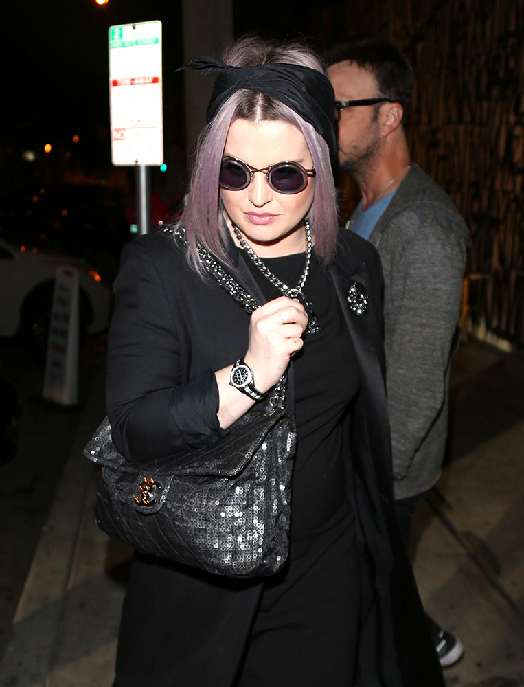 kelly-osbourne-chanel-sequin-flap-bag