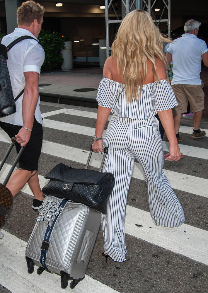 Kim Zolciak Is Determined To Carry As Many Chanel Bags As Possible Sometimes All At Once