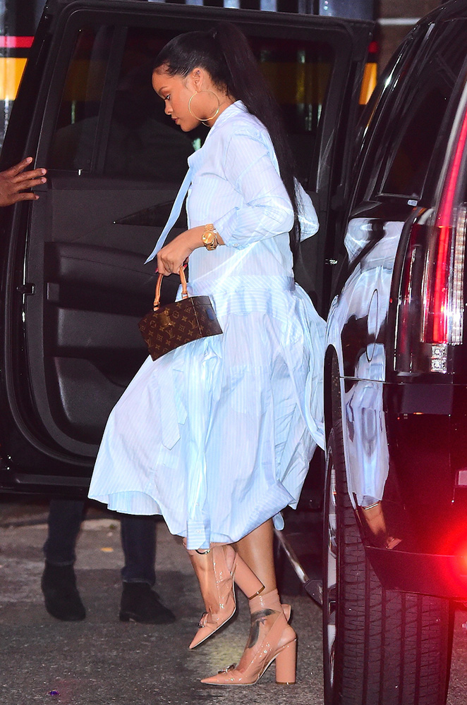 rihanna-louis-vuitton-frank-gehry-twisted-monogram-bag-3