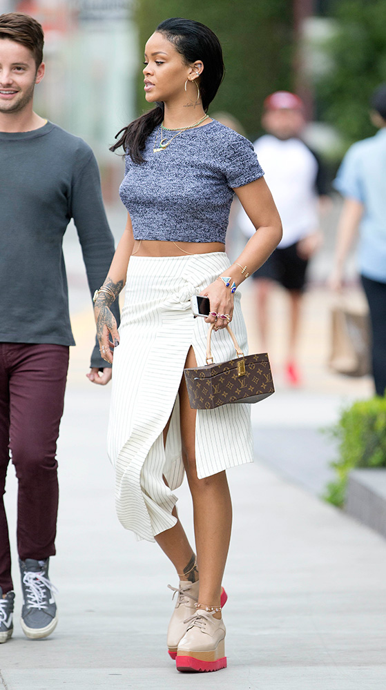 rihanna-louis-vuitton-frank-gehry-twisted-monogram-bag-7