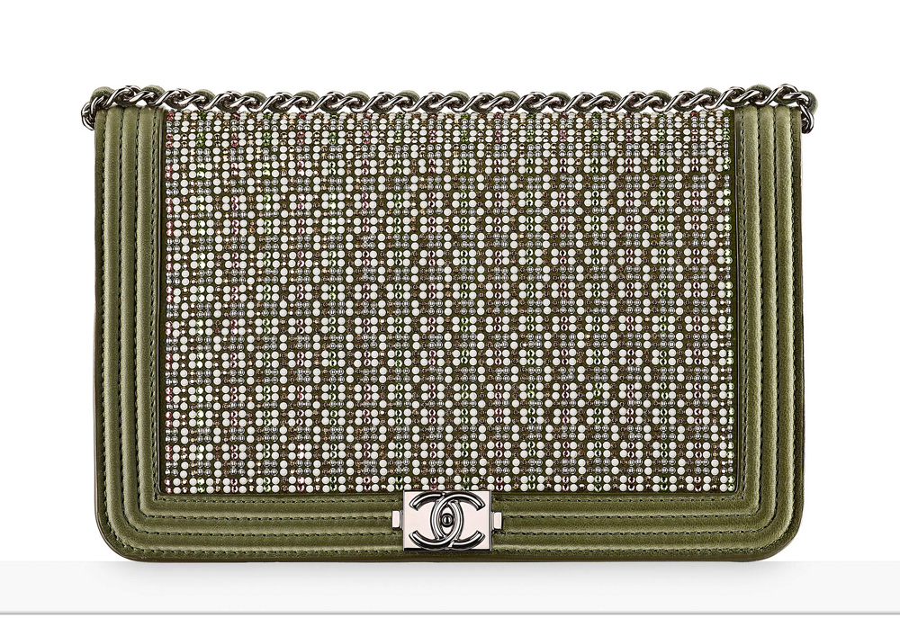 chanel-boy-wallet-on-chain-khaki-2600
