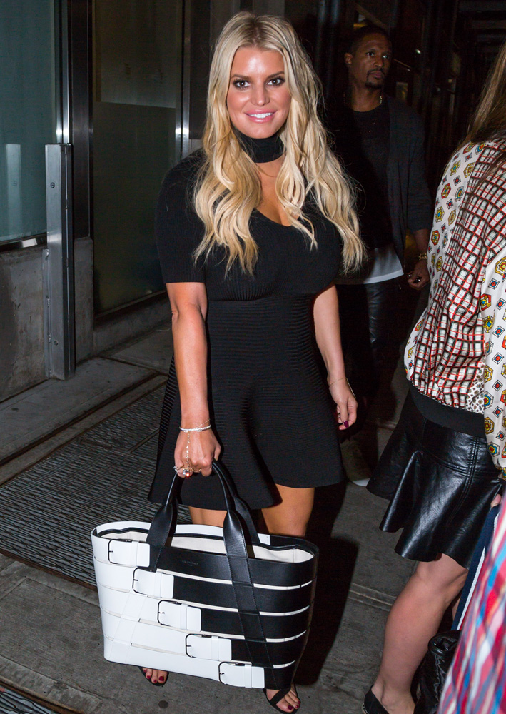 jessica-simpson-balenciaga-belt-bag