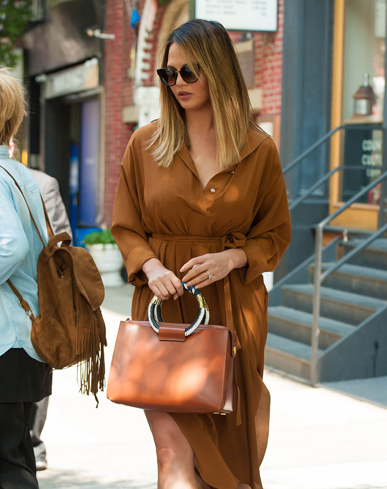 chrissy-teigen-the-row-classic-tote-tan-1