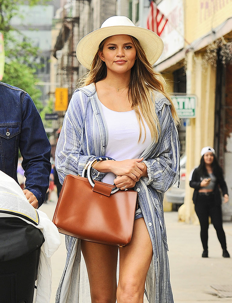 chrissy-teigen-the-row-classic-tote-tan-2