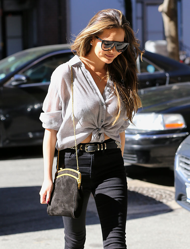 chrissy-teigen-the-row-frame-clutch-2