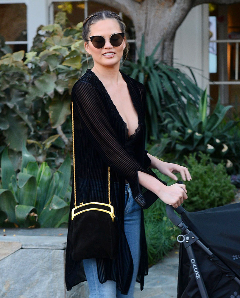 chrissy-teigen-the-row-frame-clutch