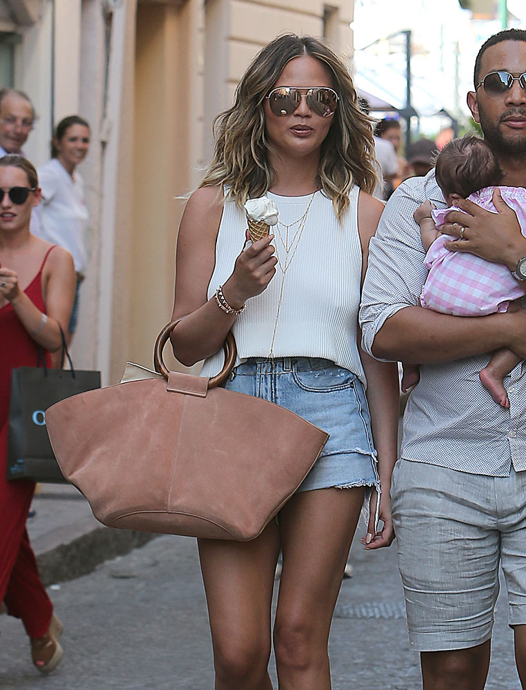 chrissy-teigen-the-row-market-tote