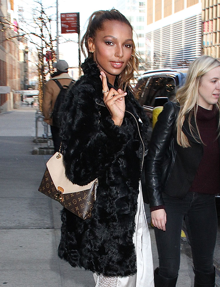 jasmine-tookes-louis-vuitton-pallas-chain-shoulder-bag