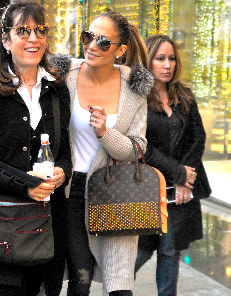 jennifer-lopez-louis-vuitton-x-christian-louboutin-shopper-tote