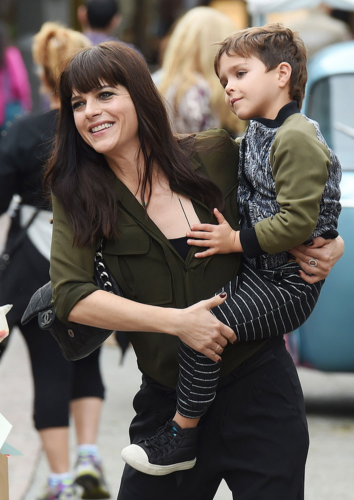 selma-blair-chanel-flap-bag