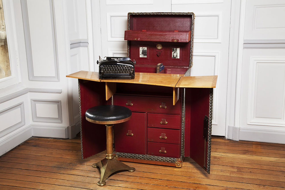 sir-arthur-conan-doyle-portable-writers-trunk