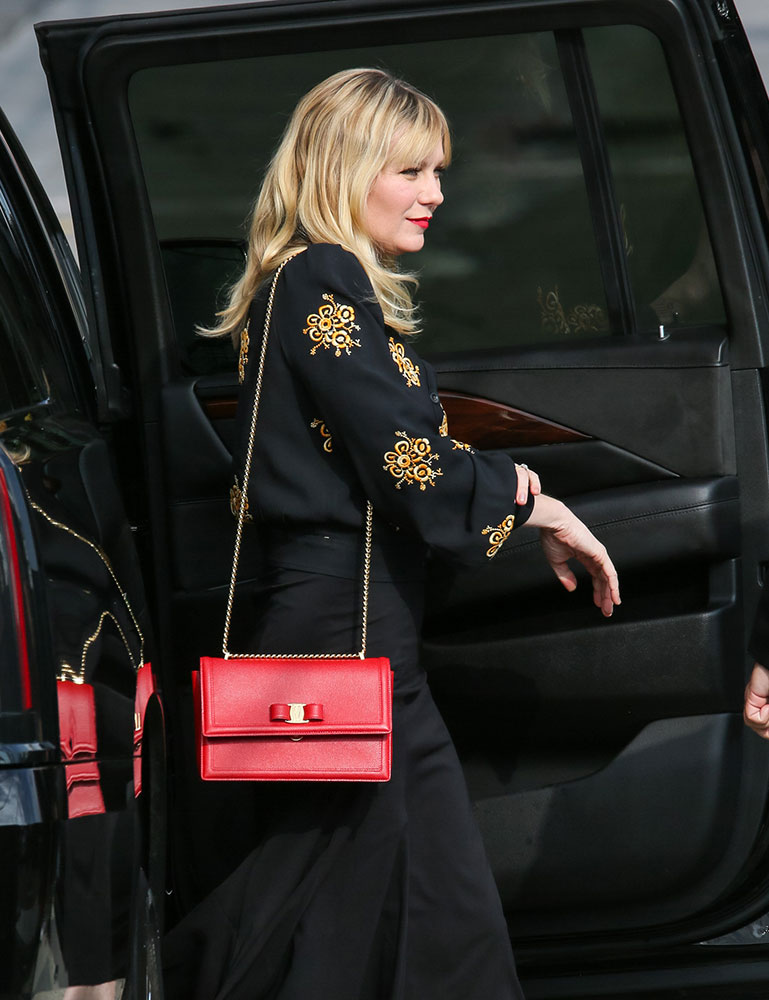 Celebs Stay Up Late with Bags from Valentino, Louis Vuitton and ... 996ac9582d