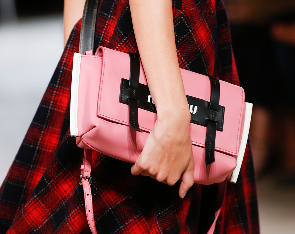 6812dbbe09a All about Bag And Purse Trends Spring 2018 Runway Bags Spring 2018 ...