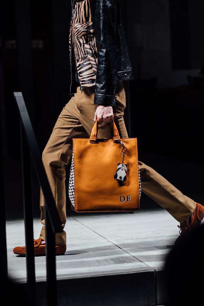 033fab7a9b Bottega Veneta Debuts Big Bags and Lots of Color for Fall 2018 ...