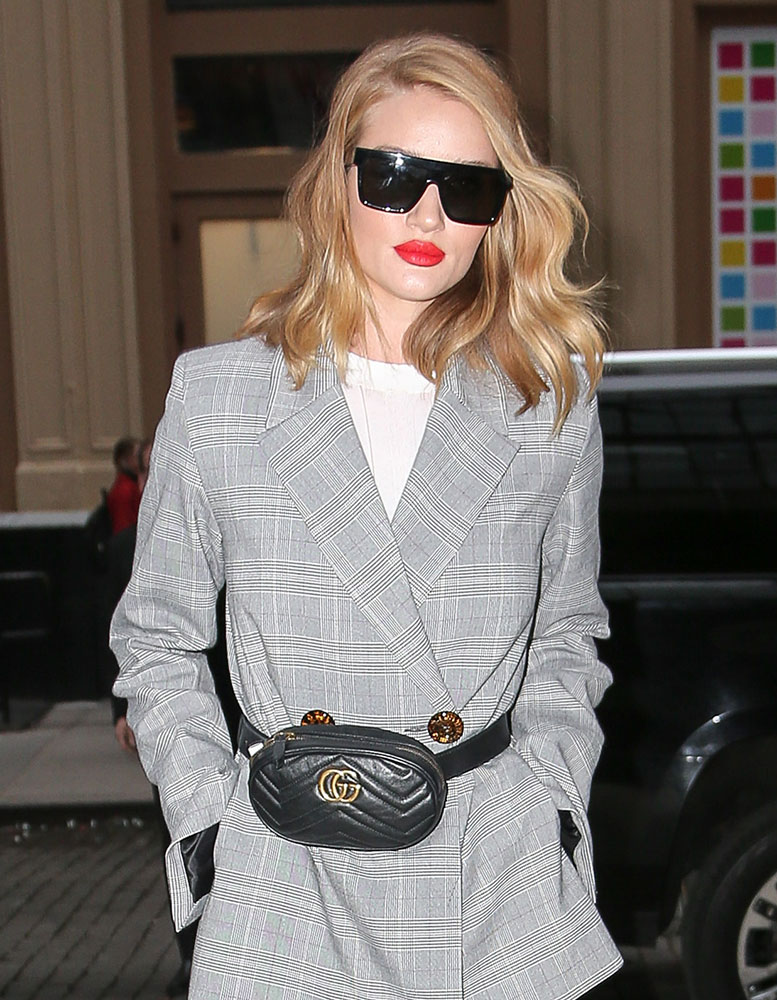 9417b33b3d0 Rosie-Huntington-Whiteley-Gucci-Marmont-Belt-Bag-1