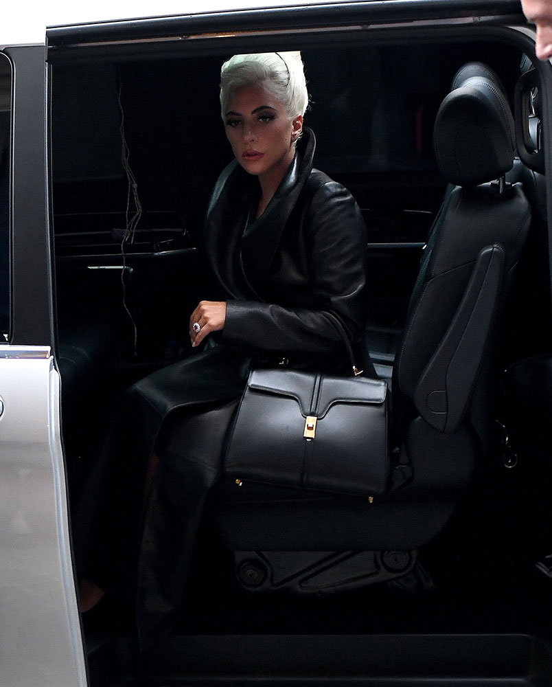 A new year always means new things on the handbag front, and a couple days ago we spotted one that really excited us: the Louis Vuitton Neonoe Bag, one of the brand's most popular new designs and a perfect illustration of the strong direction in which the brand is headed, now comes in leather.
