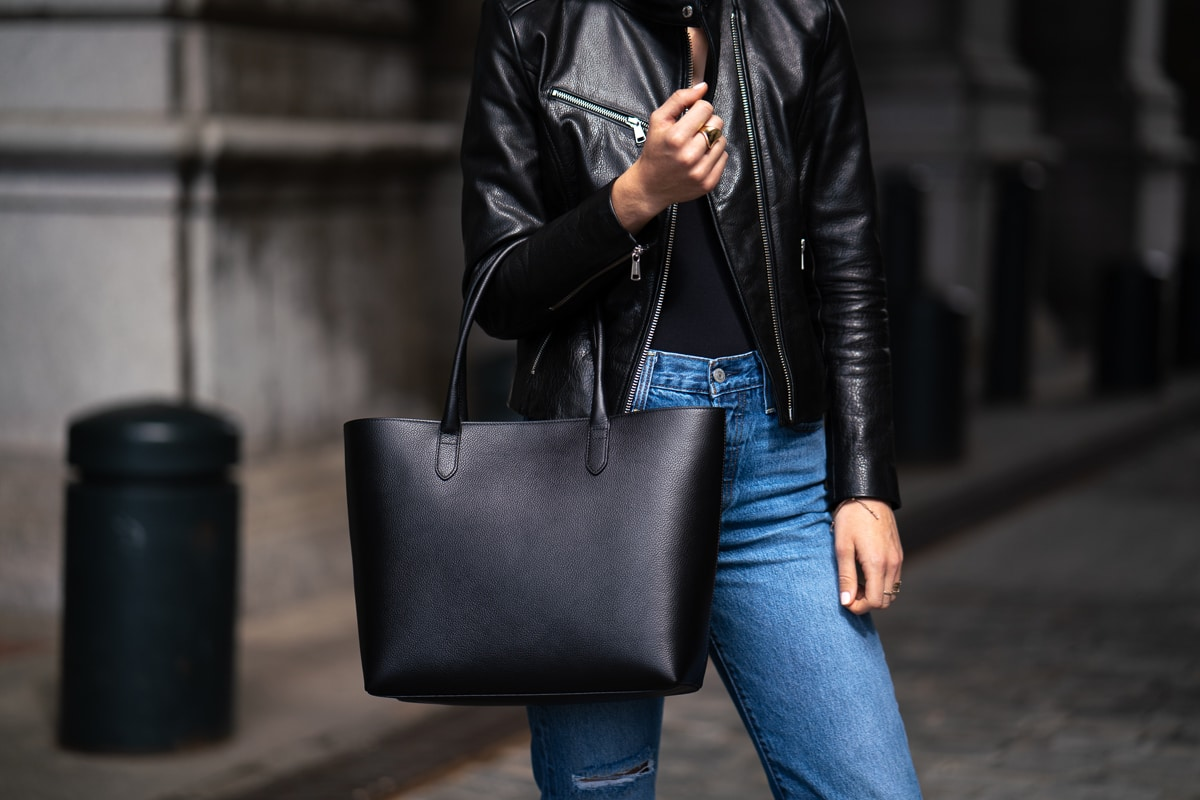192de49828 The first bag I want to focus on is the beautiful Linjer Soft Tote.  Everything about this bag screams classic