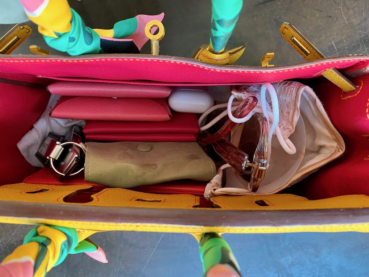 What fits inside a 25cm Birkin. Photo via @The_Notorious_Pink