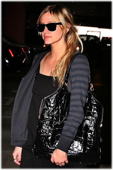 Ashlee Simpson YSL bag1