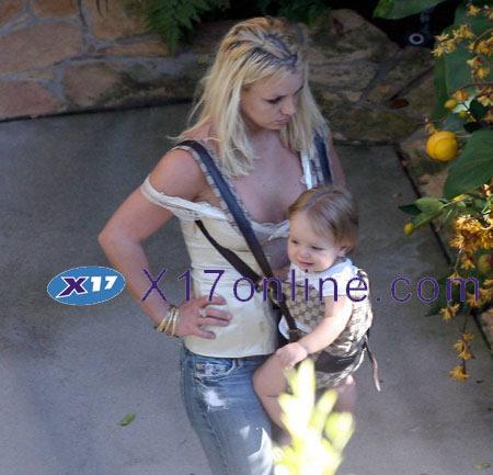 7f1a1228467 Britney Spears Gucci Baby Carrier - PurseBlog