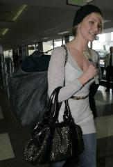 cameron diaz with burberry bag
