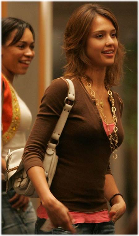 http://www.purseblog.com/images/jessica_alba_new_bag.jpg