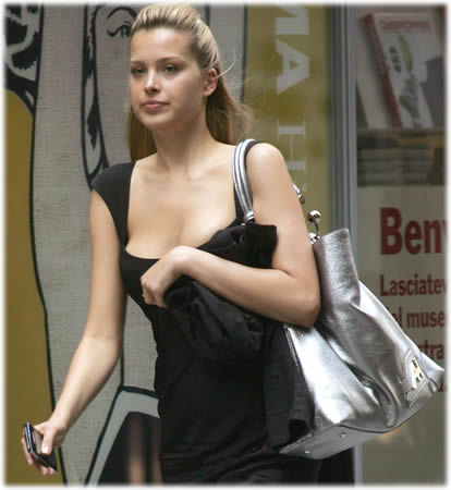 petra nemcova anya hindmarch bag1